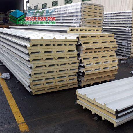 ton-panel-pu-cach-nhiet-tai-kho